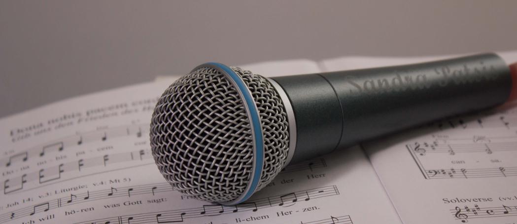 Sandra Patsis - Ihre ganz besondere Note für Ihren großen Tag. Nutzen Sie ihre einzigartige Stimme und machen Ihren Tag perfekt.