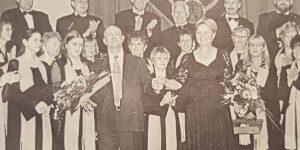 Zusammen mit dem Chor holte Sängerin Sandra Patsis viele Pokale nach Hause.