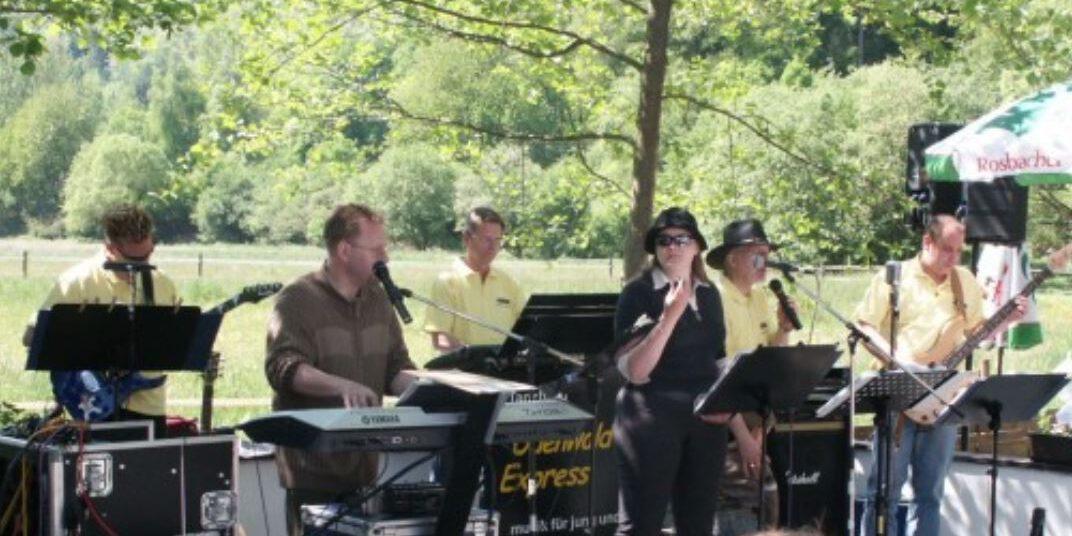 Zusammen mit dem Odenwald Express durfte Sängerin Sandra Patsis viele Auftritte absolvieren.