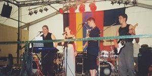Mit ihrer ersten Band Wechselhaft sammelte Sandra Patsis ihre ersten Bühnenerfahrungen.